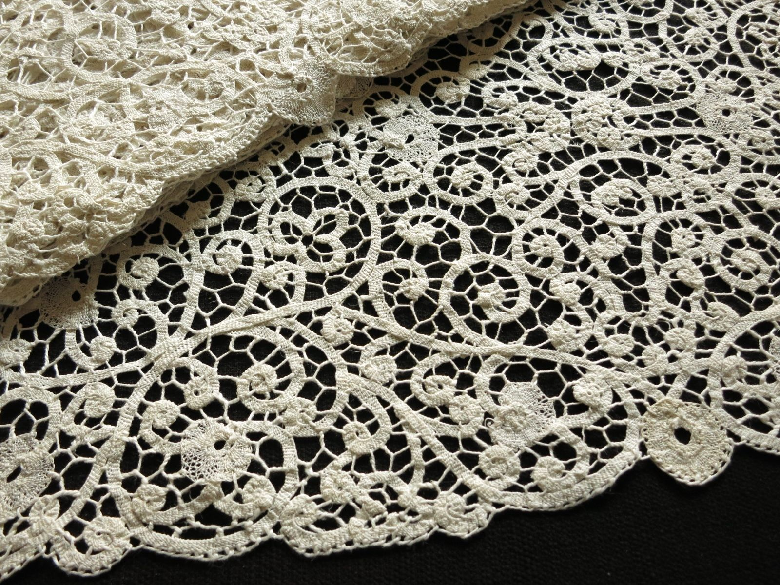 Antique c1930 Cantu Bobbin Lace Placemats - Set of 12, plus Table Runner