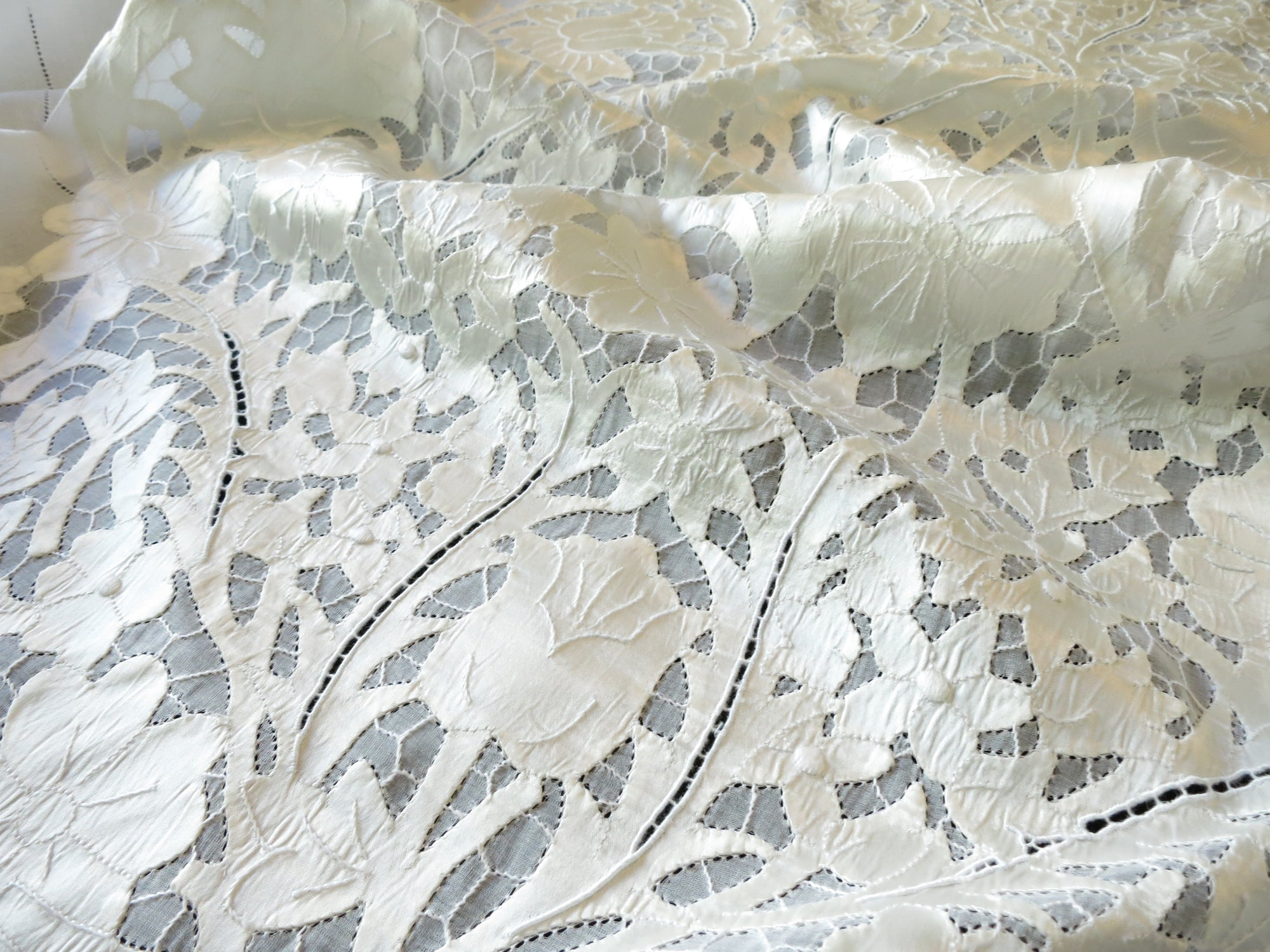 Vintage Shimmering Bridal Madeira Embroidered Linen Tablecloth 66x120""