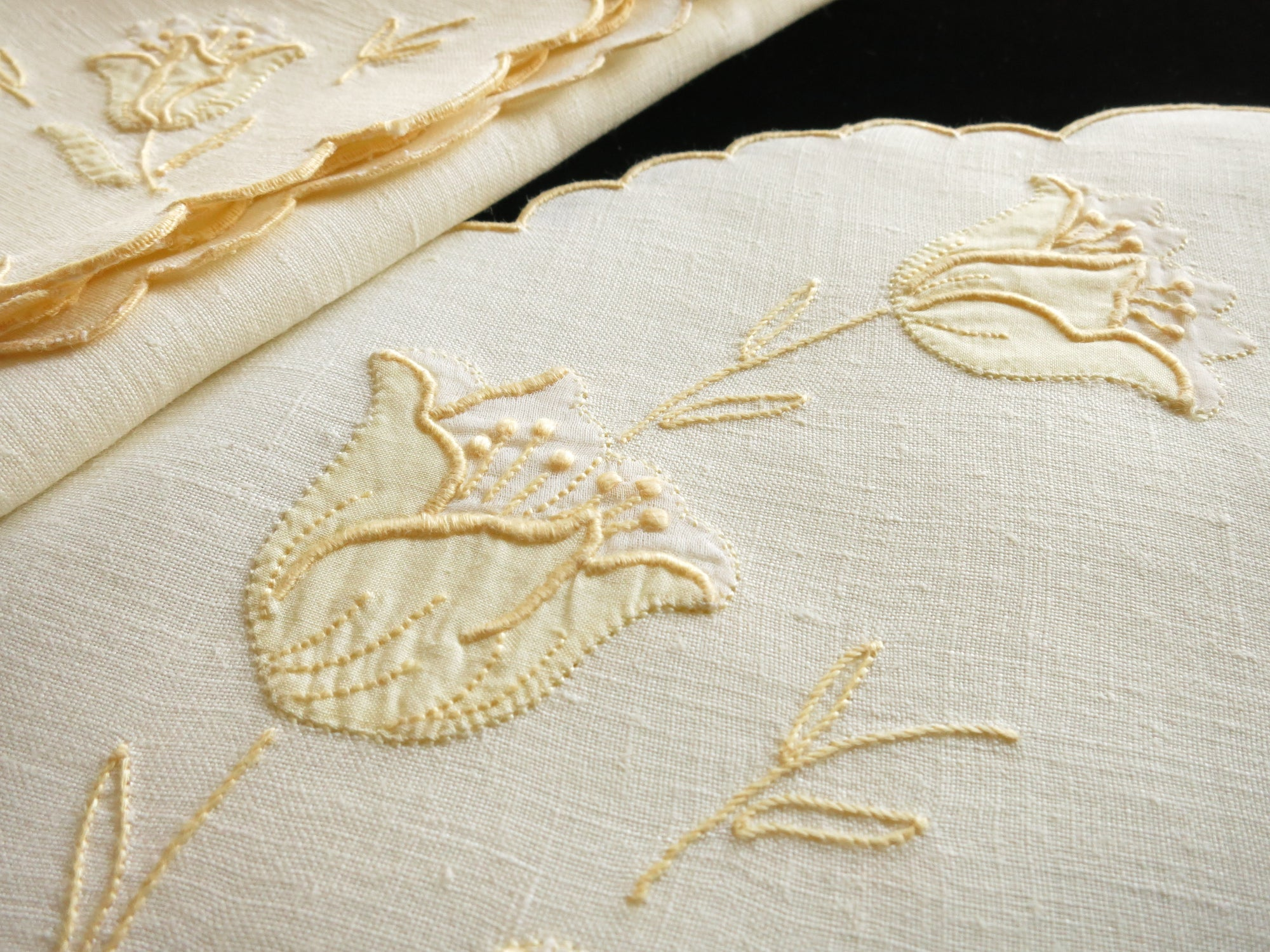 Roses Vintage Madeira Embroidery Yellow Linen Placemat Set - Setting for 8
