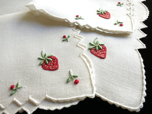 Pretty Strawberries Vintage Madeira Embroidery 3pc Breakfast Set