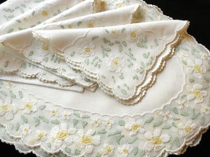 Daisies Vintage Madeira Embroidery Oval Placemat Set - Setting for 8