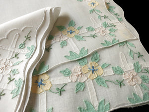 Pretty Flowers & Picket Fences Vintage Madeira Placemat Set - Setting for 4