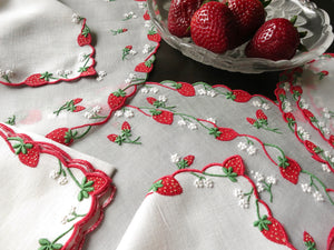 """Strawberry"" Vintage Marghab Madeira Embroidery 24pc Placemat Setting for 8"