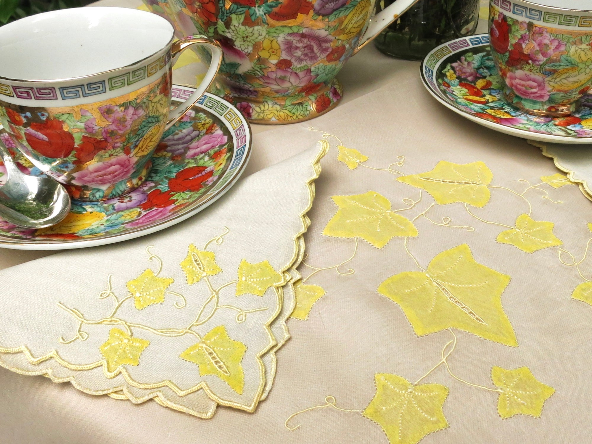 """Ivy"" in Yellow Vintage Marghab Madeira 12 Linen Tea Napkins plus Tea Cloth"