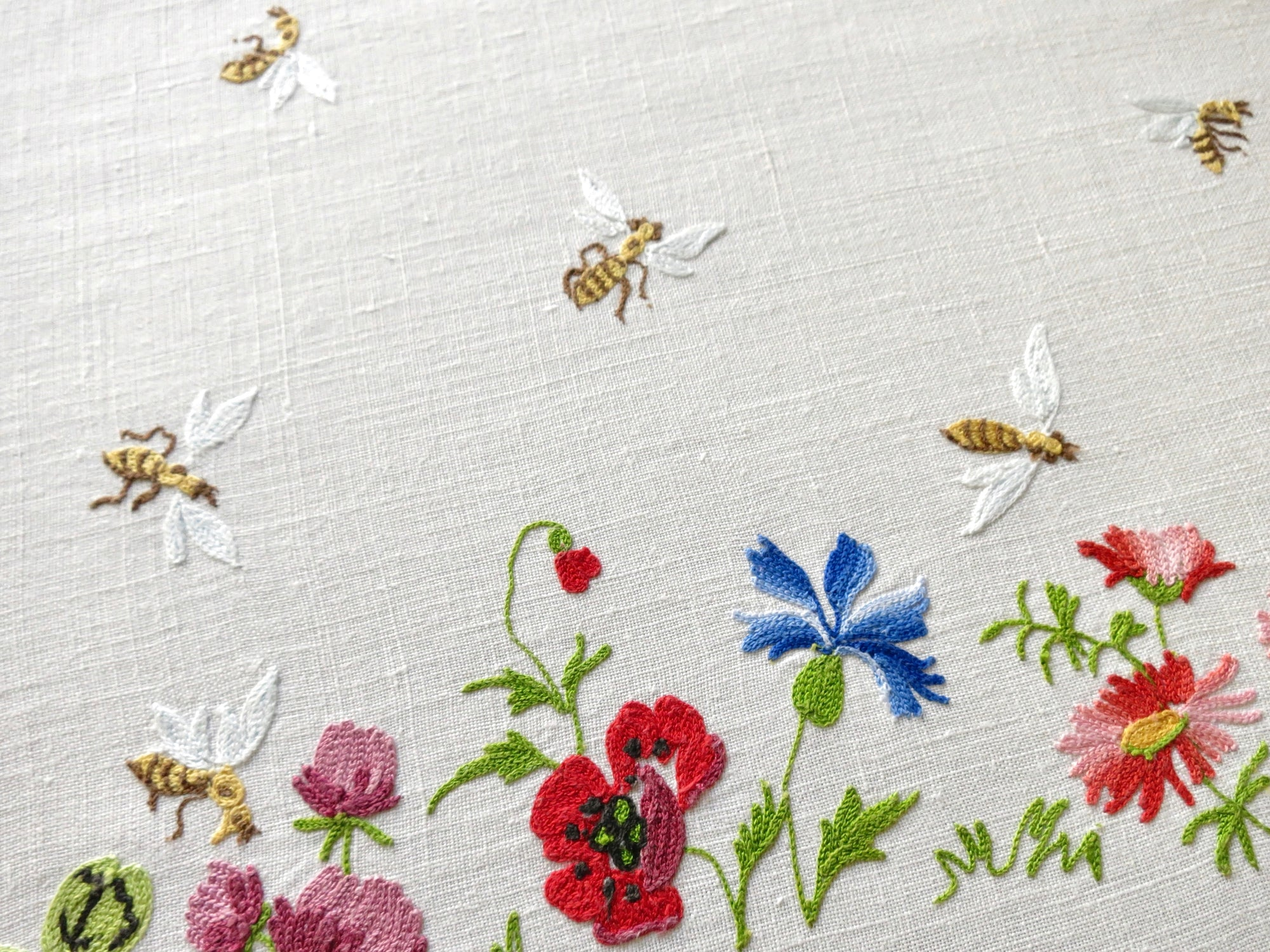 Bees, Beehives & Flowers French Embroidered Tablecloth 66x114, w/18 Napkins