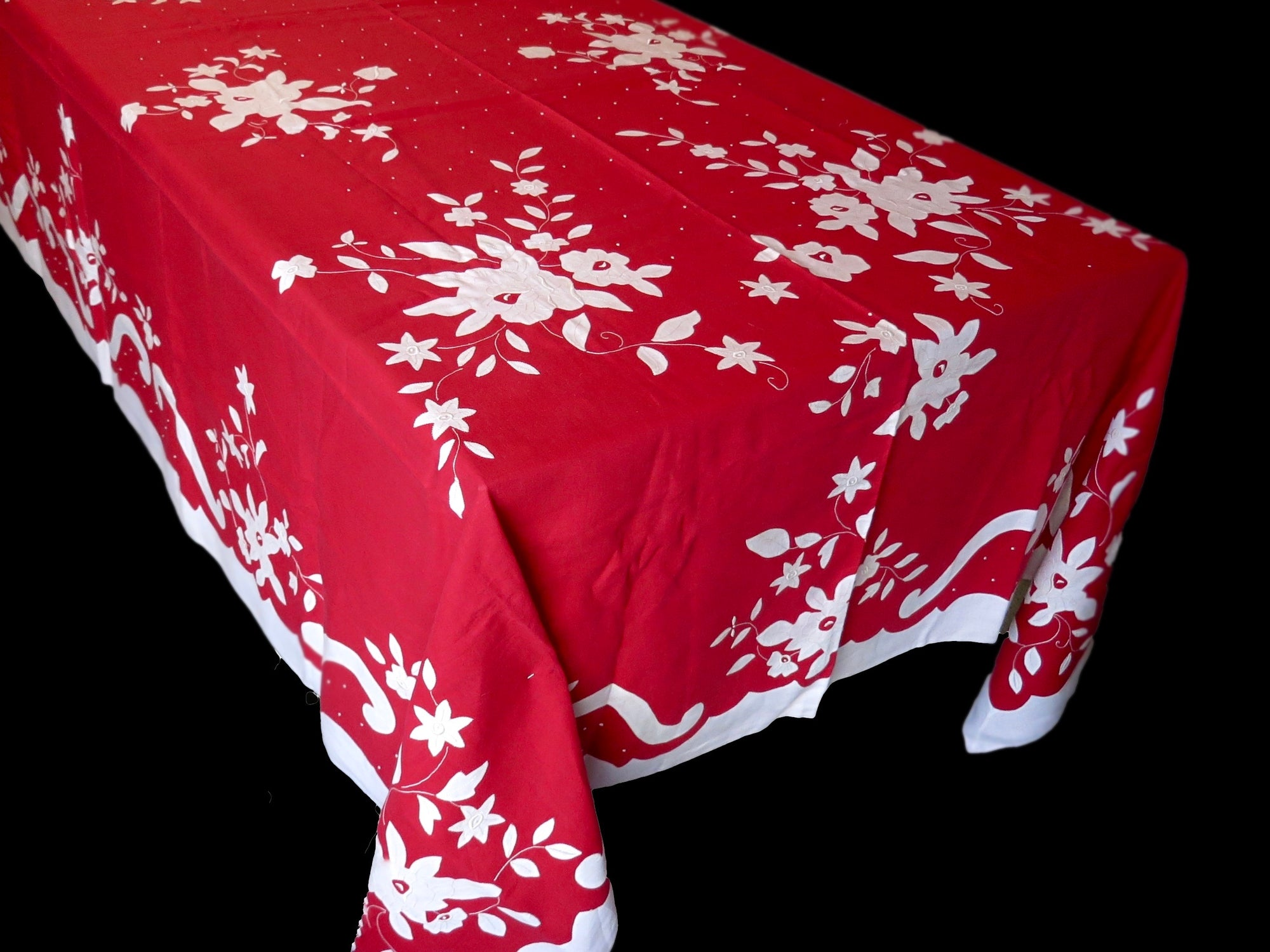Vintage Holiday Madeira Embroidered Tablecloth & 18 Napkins, 68x106