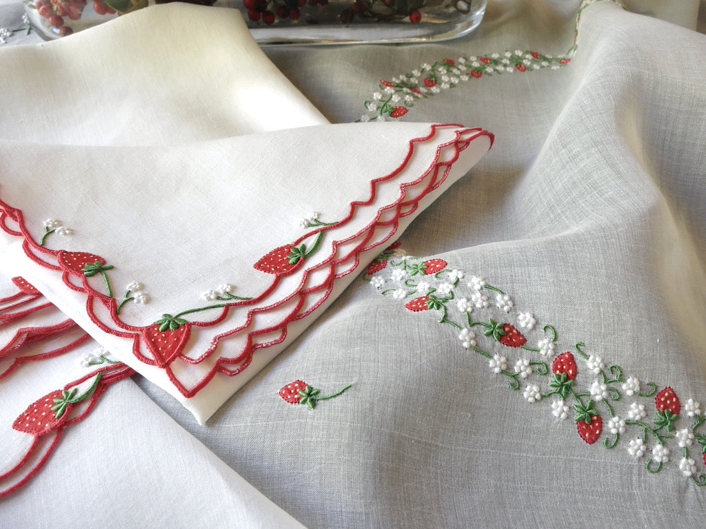 """Strawberry"" Vintage Marghab Madeira Organdy Tablecloth & 6 Napkins"
