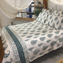 Load image into Gallery viewer, Magnificent Quilt Set in Paisley - Emerald
