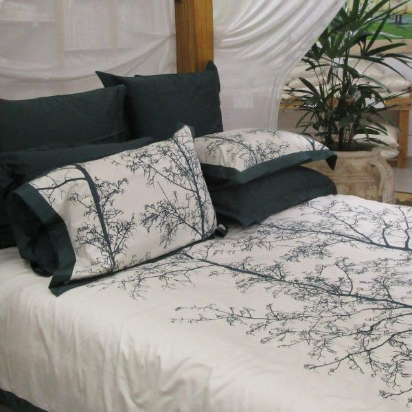 Magnificent Quilt Set In Emerald Natural Silhouette