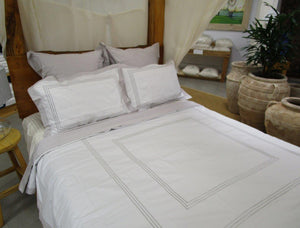 Magnificent Quilt Set in White / Silver Lining