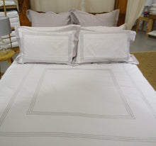 Load image into Gallery viewer, Magnificent Quilt Set in White / Silver Lining