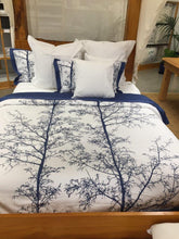 Load image into Gallery viewer, Magnificent Quilt Set in Royal Navy/White Silhouette