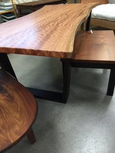 Table in Rose gum