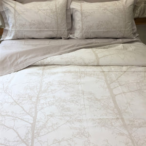 Magnificent Quilt Set in Silver Snow/White Silhouette