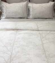 Load image into Gallery viewer, Magnificent Quilt Set in Silver Snow/White Silhouette