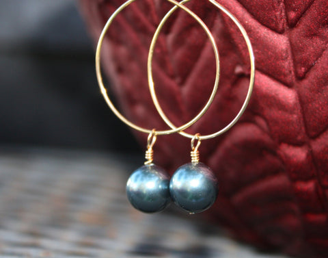 Momi Earrings • Gray Pearl
