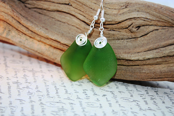 Alohi Earrings • Emerald Green