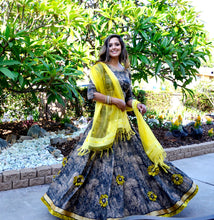 Load image into Gallery viewer, Sunflower-Gopi Skirt Outfit