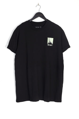 NIGHT ADDICT BLACK BACK MOUNTAIN PRINT TEE FRONT