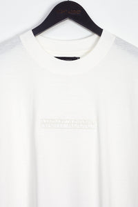 NIGHT ADDICT WHITE EMBROIDERED LOGO T-SHIRT DETAIL