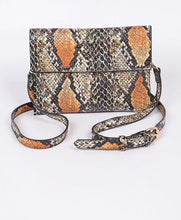 Load image into Gallery viewer, Snakeskin Clutch - Camel