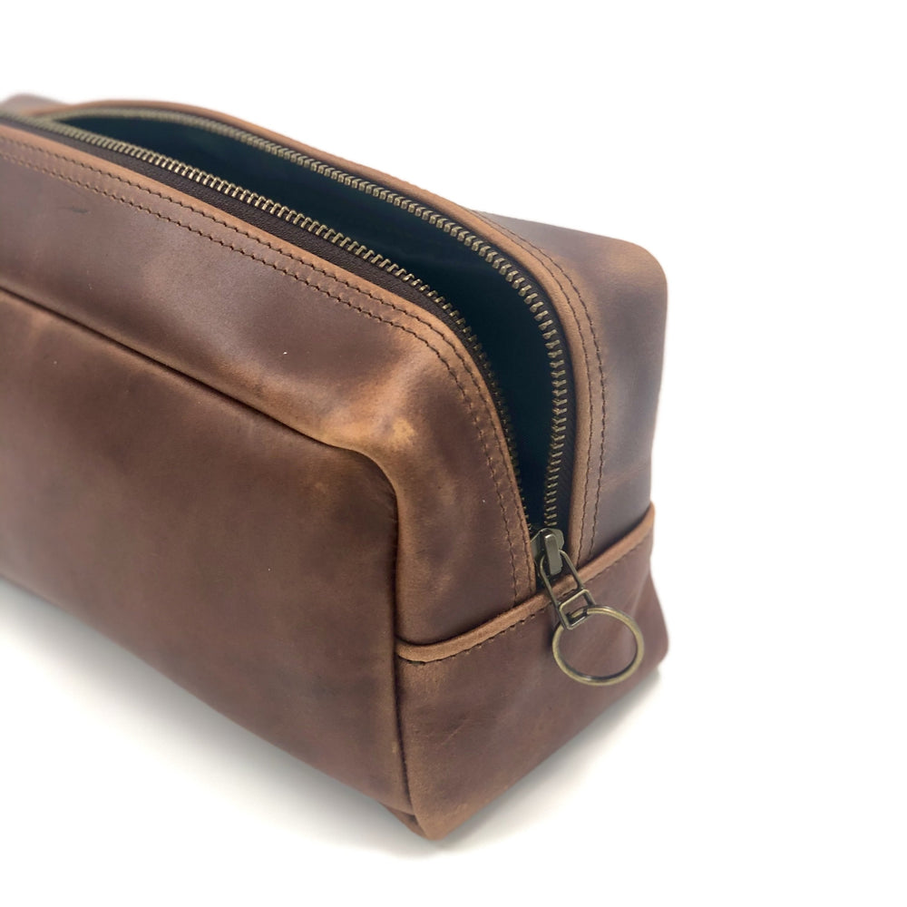 Leather dopp kit/toiletry bag | Leather gift | bovine leather