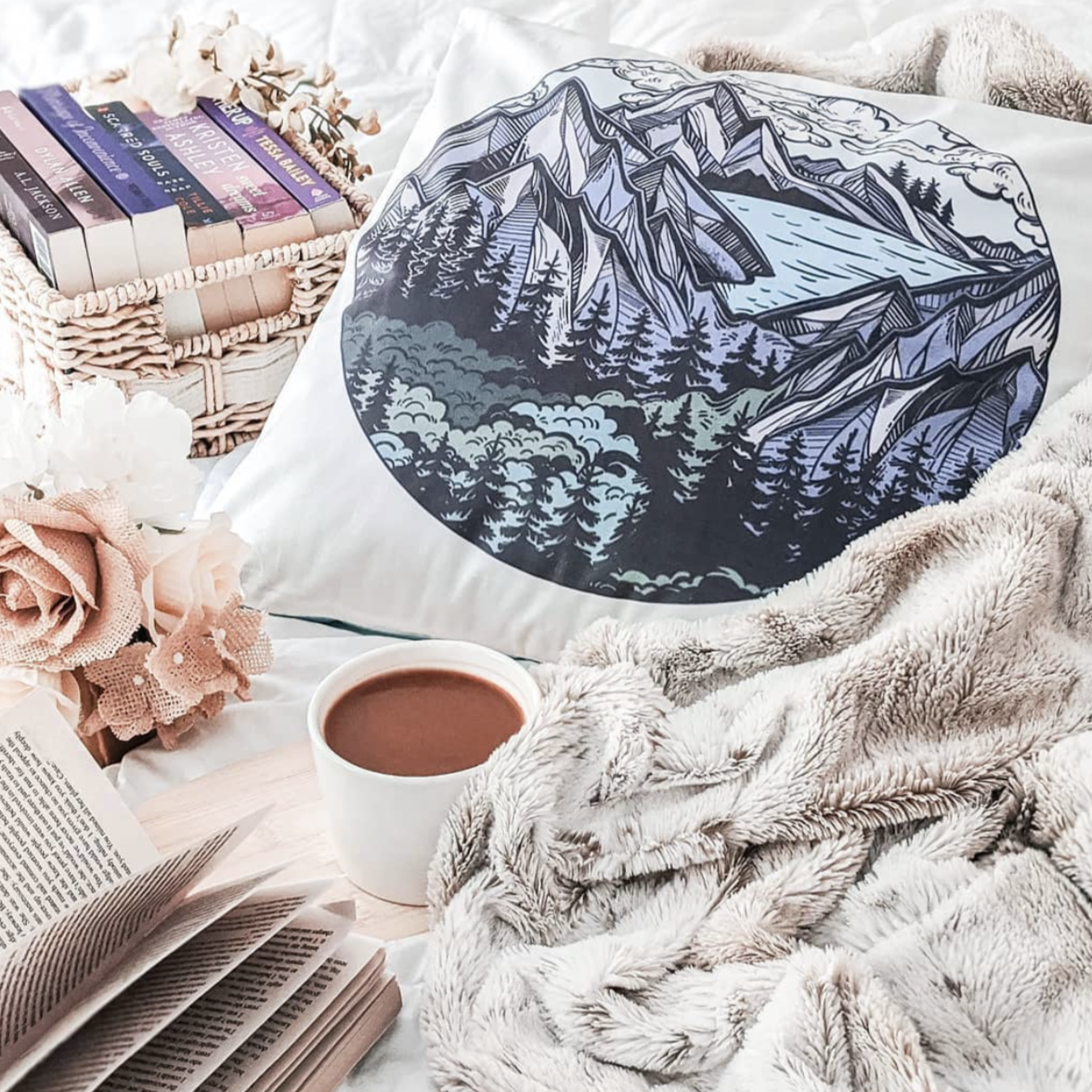 Mountain Scene Pillow Cover