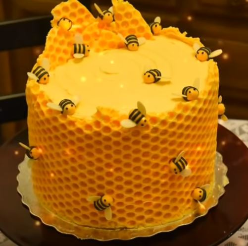 Bees Knees Honeycomb Bee Cake