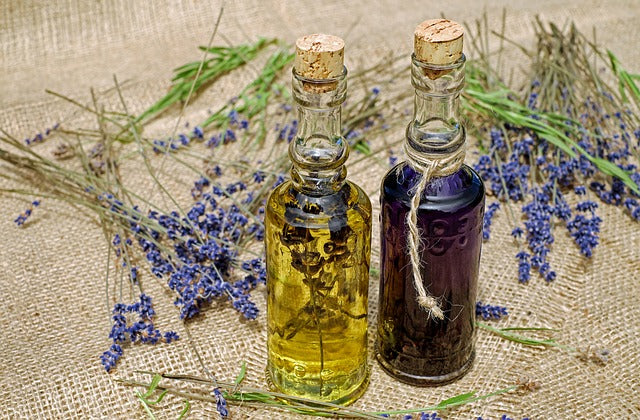 Recipe: Do It Yourself Lavender and Honey Bath Oil