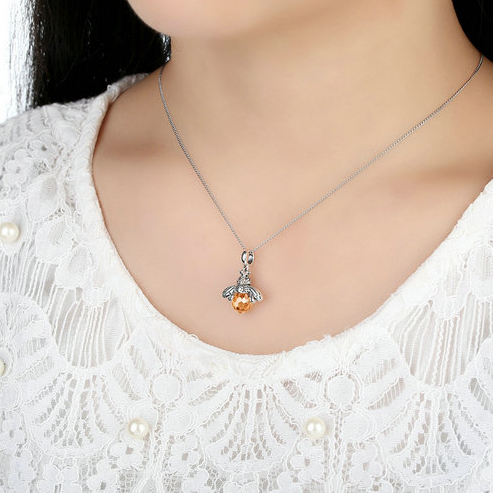 Darling Bee Necklace