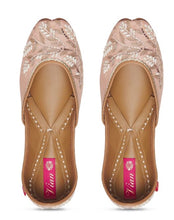 Load image into Gallery viewer, Trickle in Pink juttis