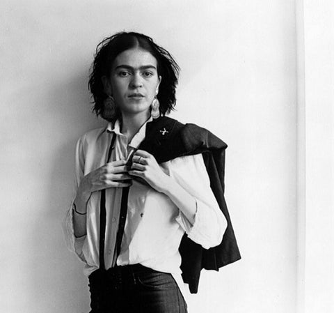 Frida kahlo black and white photo holding a coat
