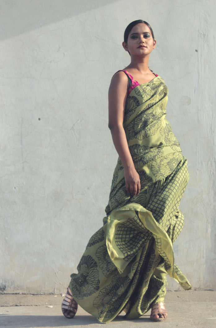 Nihira | Hand printed saree designed with big floral prints