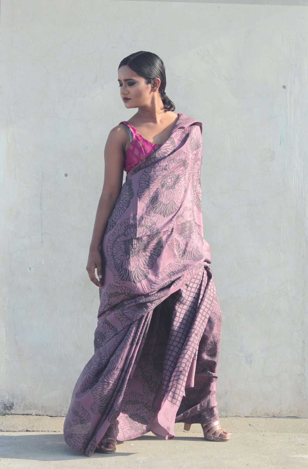 saree model standing in saree designed with floral prints