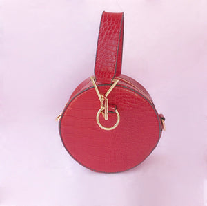 The croc bag two ways (hand bag + shoulder bag) in red