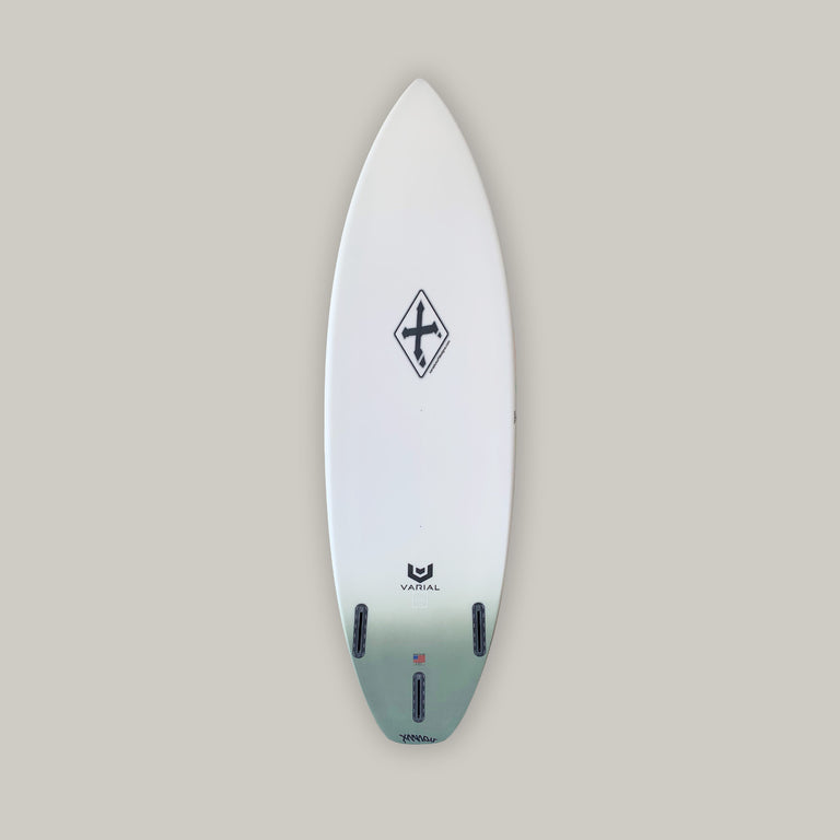 Xanadu surfboards SW21, constructed with surf tech varial infused glass and varial foam. 3-fin futures fins, standard glass, polyester resin, army green airbrush tail fade, carbon tail hits. Groveler surfboard, performance surfboard, high performance surfboard, thruster surfboard, xanadu surfboard