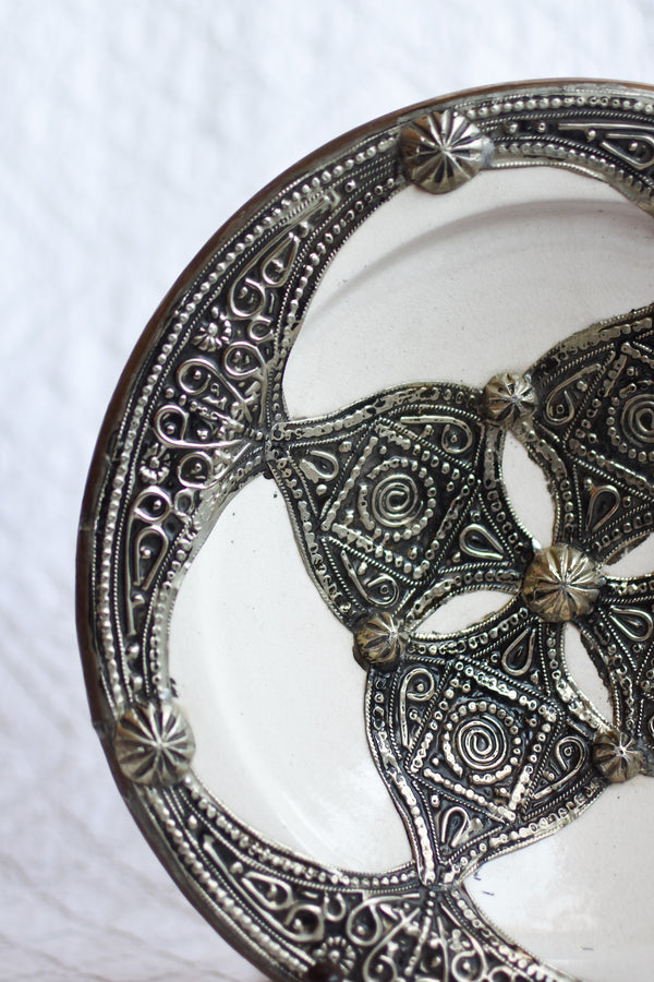 Safi Plate with Metal - White