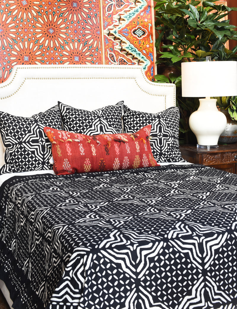 Black and White Appliqué Bedcover
