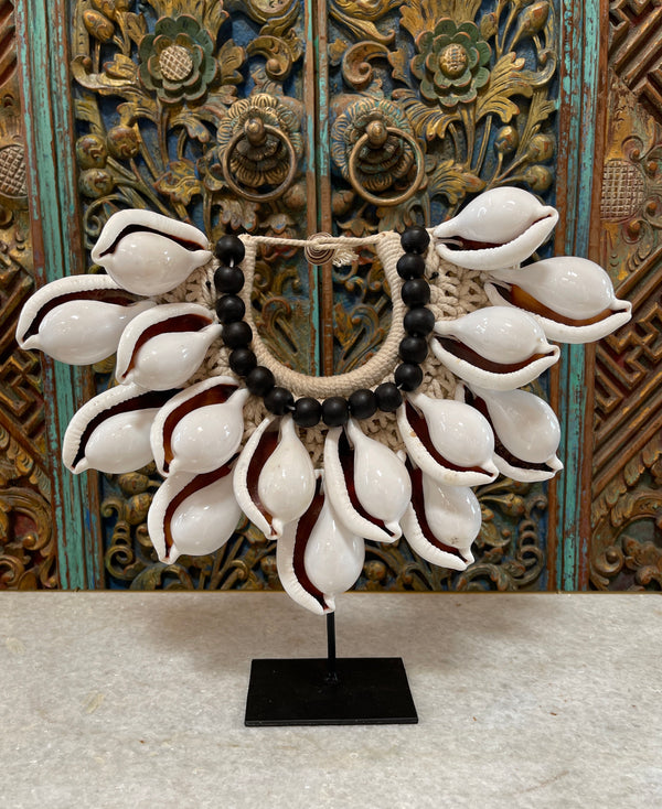 Small Papua White Shell Necklace on Stand