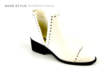 Steve Madden Conspire White Boot with Silver Stood Detail, Ireland Shoe Shops online, Shoe Style International, Location Wexford Gorey, Ireland