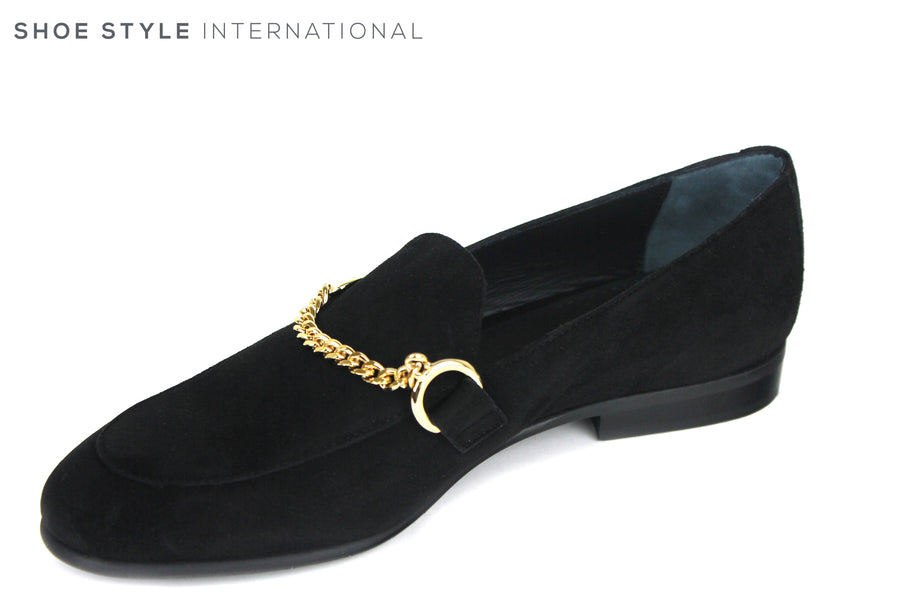 Evaluna 060, Flat Loafer with a gold chain detail across the front. Colour Black, Shoe Style International, Wexford, Gorey, Ireland