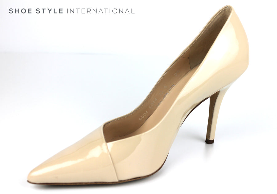 Hogl 9004, Classic Closed toe High Heel with a pointed toe in Patent Leather Colour Cotton Ireland Shoe Shops online, Shoe Style International, Location Wexford Gorey, Ireland