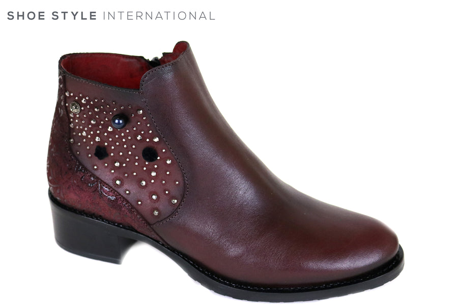 Jose Saenz 2120 Pull on Flat Ankle Boot with colored embellishments, Casual wear, Ireland Shoe Shops online, Shoe Style International, Location Wexford Gorey and Ireland