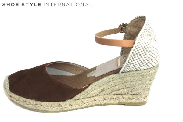 Kanna 1812 Espadrille wedge with a closed toe and ankle strap closing. Colour Tan, Shoe Style International Wexford Gorey Ireland