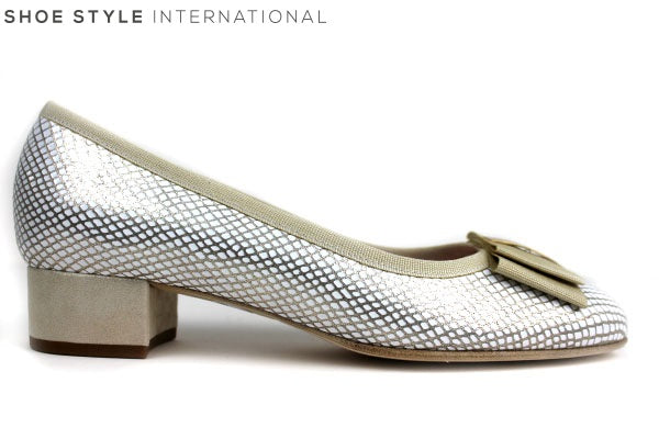 Le Babe 3377 Low heel pump shoe. Has a square bow detail at the front of the shoe. Colour Gold / White. Shoe Style International