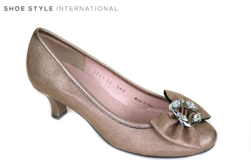 Le Babe 3001, Low Heel Court Shoe with Bowe and diamante embellishment, Perfect shoe for Occasion wear. Colour Gold Ireland Shoe Shops online, Shoe Style International, Location Wexford Gorey and Ireland