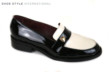 Marco Moreo 030, Flat Loafer in Black and Cream Colour with a hear shape embellishment in Gold. Shoe Shop Online Shoe Style International, Wexford, Gorey, Ireland