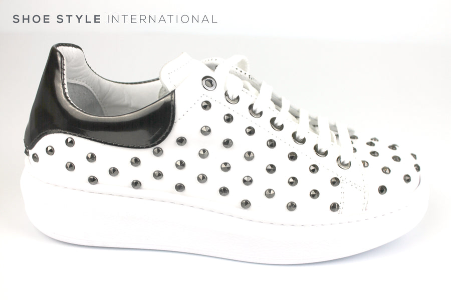 Marco Moreo 380, Lace up Casual Runner in White Leather with Dark stud detail, Ireland Shoe Shops online, Shoe Style International, Location Wexford Gorey, Ireland