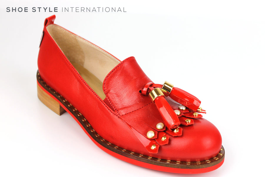 Marco Moreo 451, Flat Loafer with tassel and fringe detail at the front of the loafer slip-on shoe. Colour Red, Shoe Shop online, Shoe Style International, Wexford, Gorey, Ireland