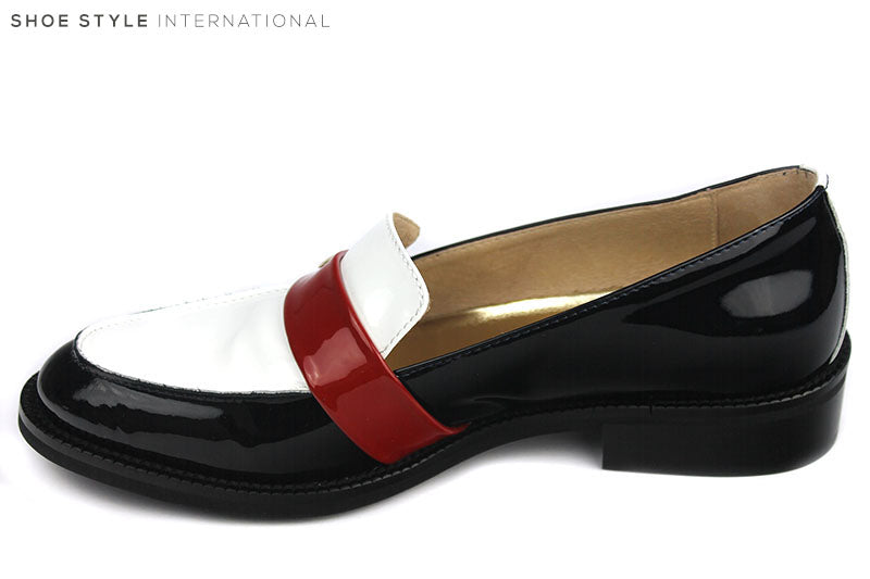 Marco Moreo 030, Stylish slip-on loafer shoe, Colour Navy with a white front and a red strap across the front of the loafer. Shoe Style International, Wexford, Gorey, Ireland